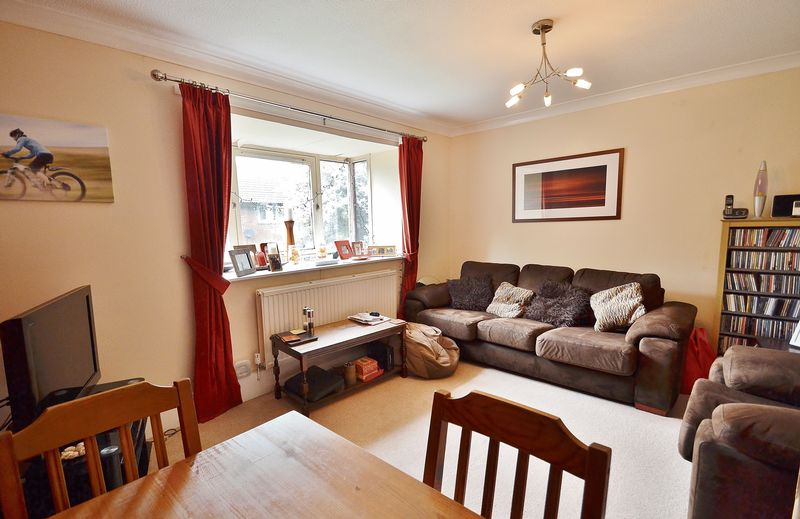 2 Bedrooms Flat for sale in Canterbury Gardens, Salford