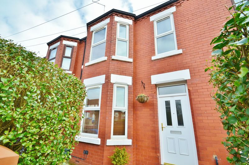 3 Bedrooms Terraced House for sale in Derby Road, Salford