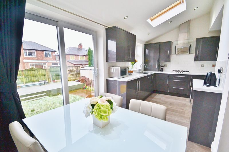 3 Bedrooms Semi Detached House for sale in Branksome Drive, Salford