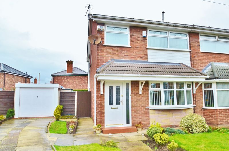 3 Bedrooms Semi Detached House for sale in Torrax Close, Salford