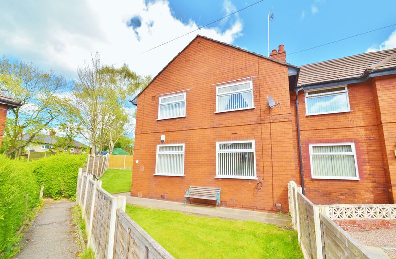 3 Bedrooms Semi Detached House for sale in Shipley Avenue, Salford