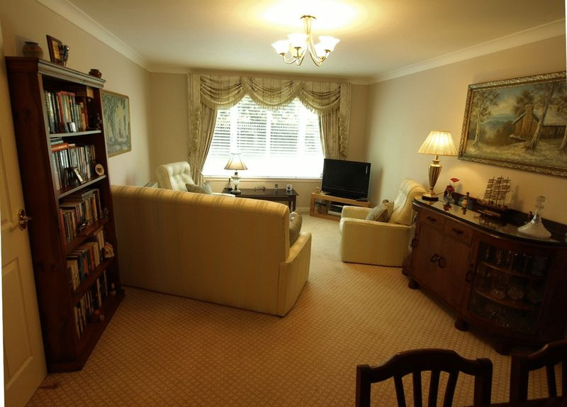 2 Bedroom Ground Floor Flat, Beechwood G...