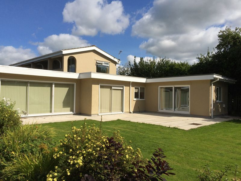 5 Bedrooms Detached House for sale in Llanfaelog, Anglesey
