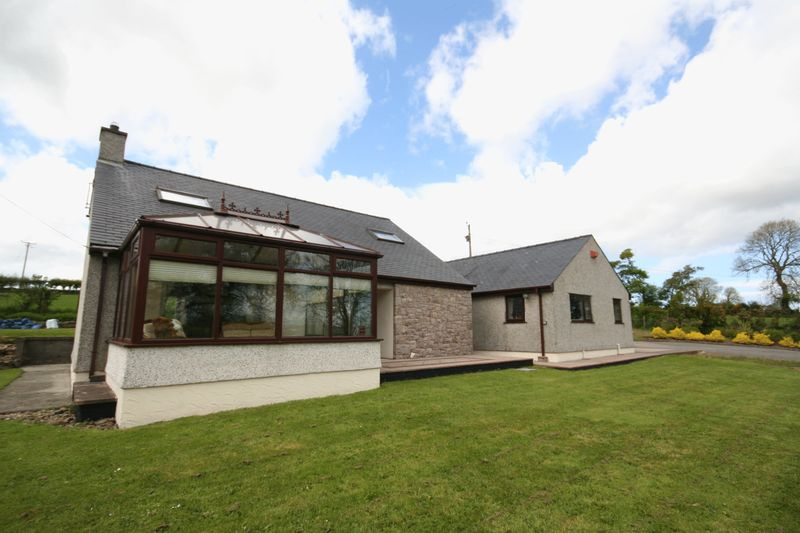 4 Bedrooms Detached House for sale in Rhoscefnhir, Anglesey