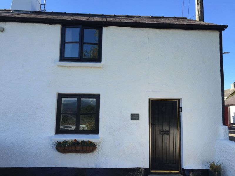 1 Bedroom Cottage House for sale in Brynsiencyn, Anglesey