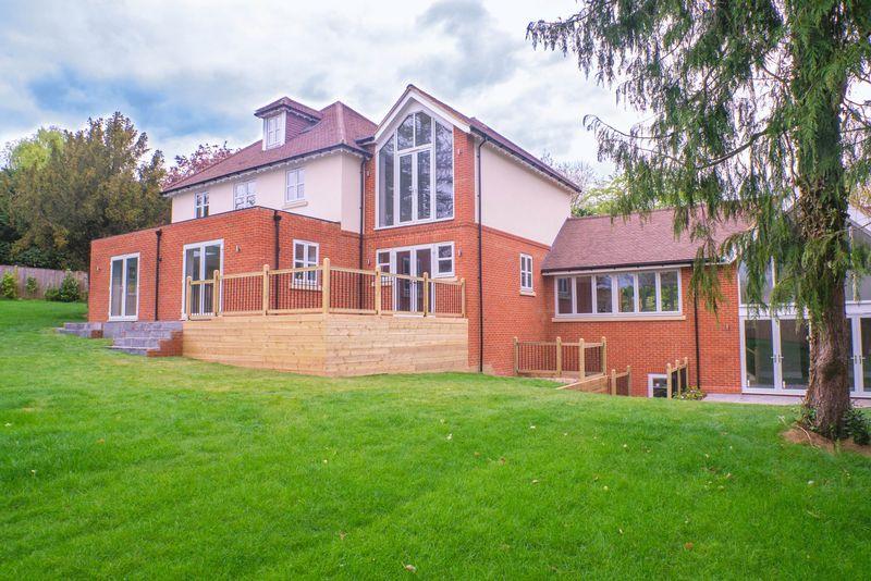 6 Bedrooms Detached House for sale in Wren's Hill, Oxshott