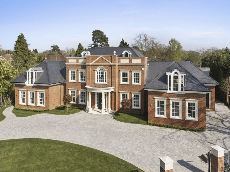 7 Bedrooms Detached House for sale in Oxshott Rise, Cobham