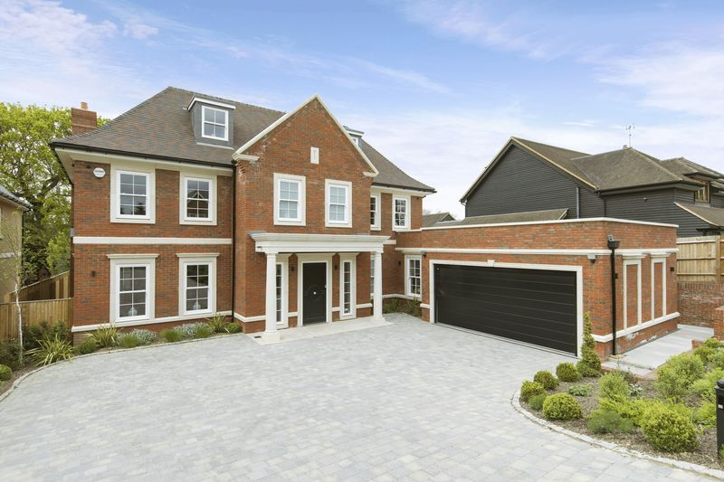 5 Bedrooms Detached House for sale in High Drive, Oxshott