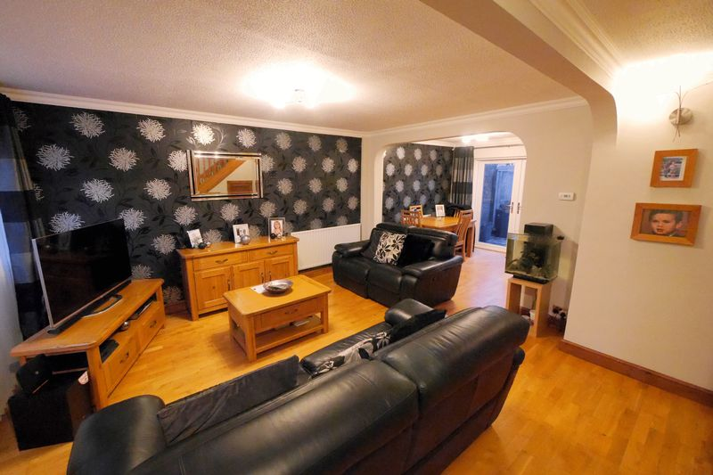 3 Bedrooms Semi Detached House for sale in KENNET CLOSE
