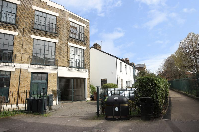 1 Bedroom Property for sale in St Mary Road, London