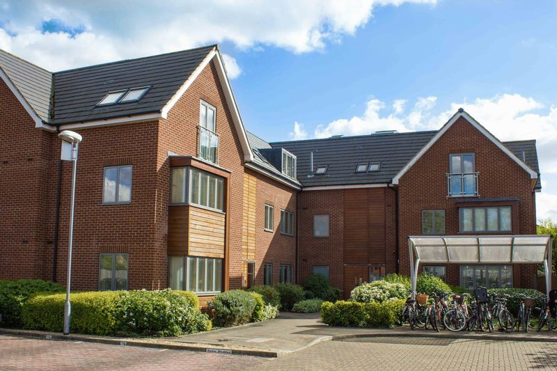 2 Bedrooms Flat for sale in Newmarket Road, Cambridge