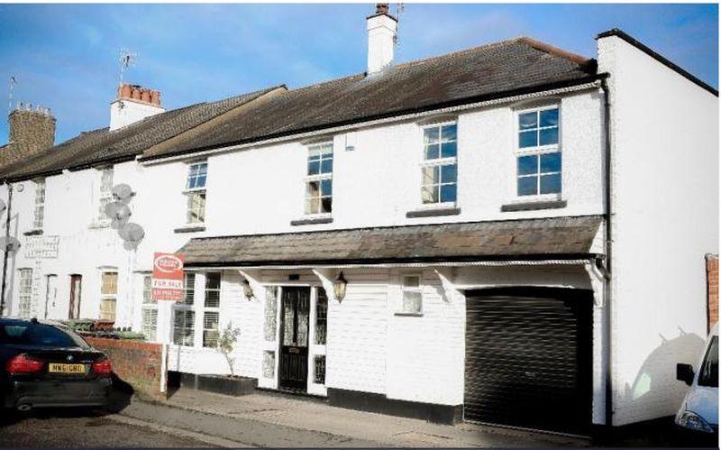 4 Bedrooms Terraced House for sale in Herkomer Road, Bushey
