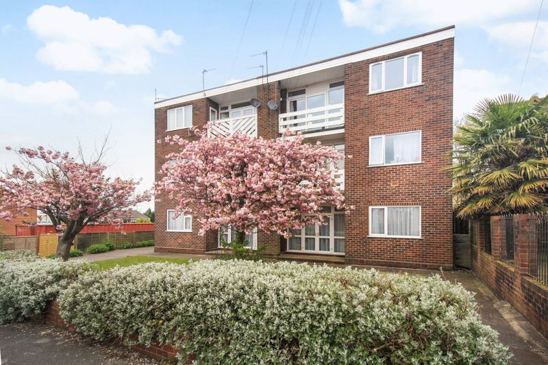 2 Bedrooms Flat for sale in Pauls Coppice, Walsall