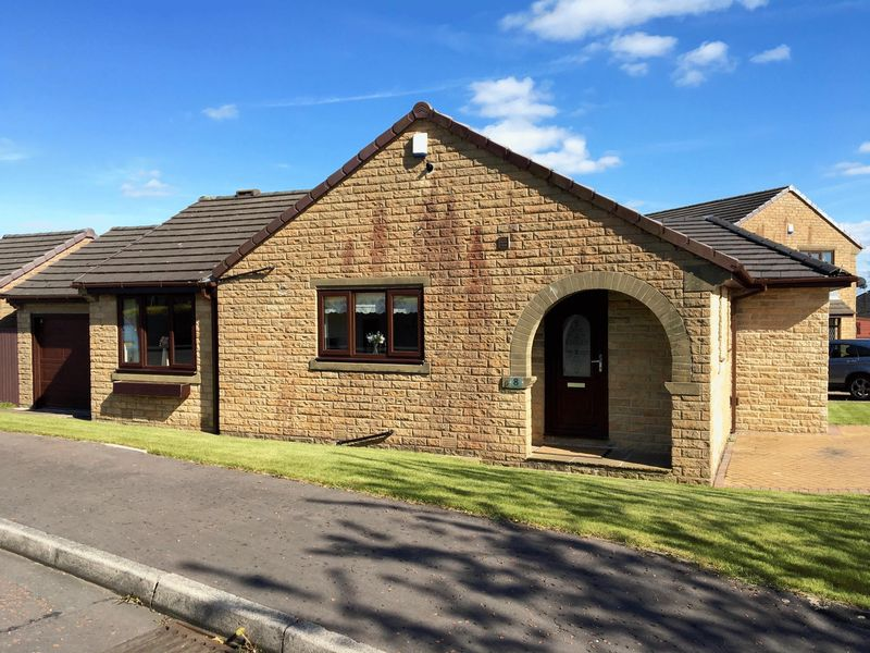 3 Bedrooms Detached Bungalow for sale in Howdenbrook, Shelf, Halifax