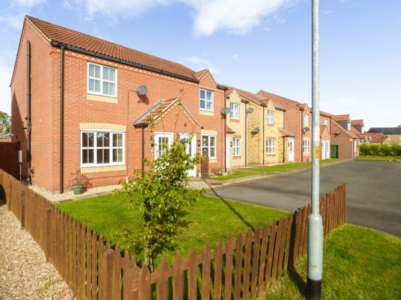 2 Bedrooms Terraced House for sale in The Covert, Lincoln