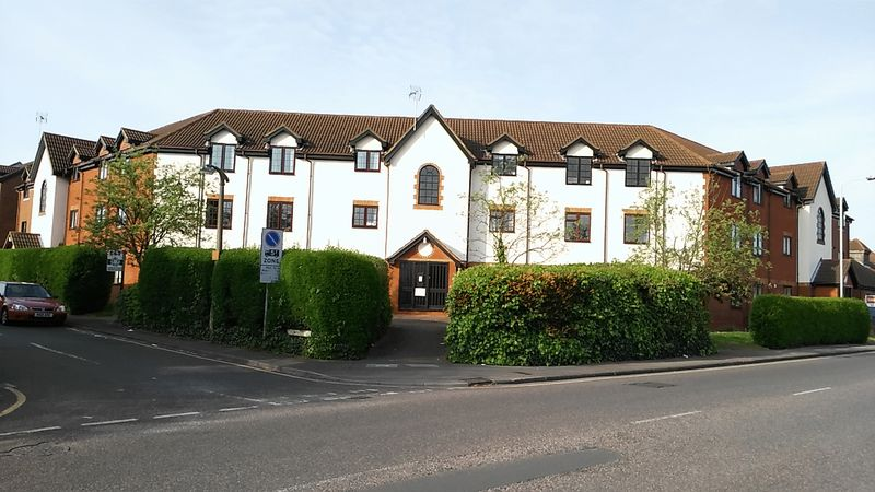 2 Bedrooms Flat for sale in Cromwell Road, Letchworth Garden City
