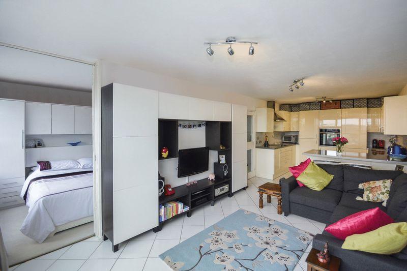 1 Bedroom Flat for sale in Carleton Road, London