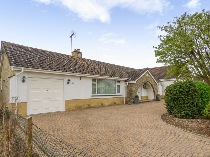 3 Bedrooms Bungalow for sale in Chestnut Springs, Swindon