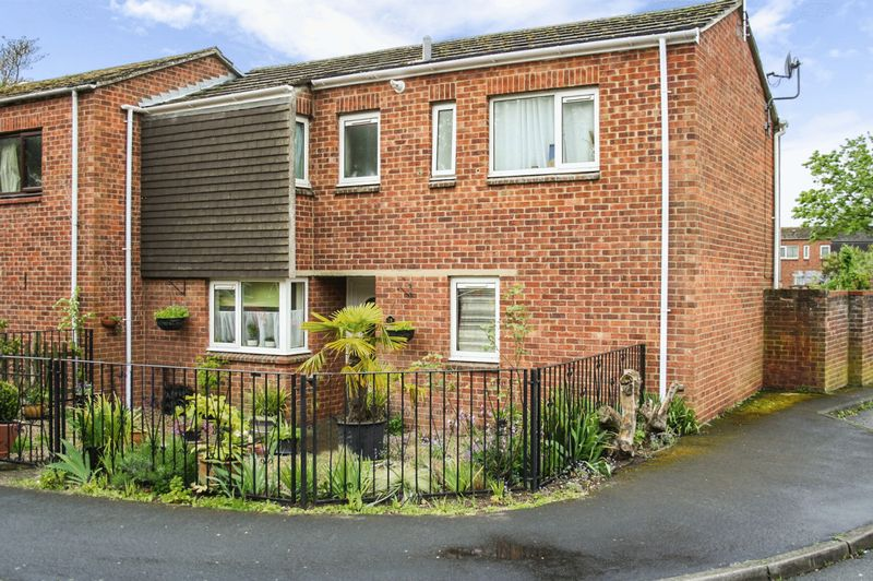 2 Bedrooms Terraced House for sale in Newnham Close, Bury St. Edmunds
