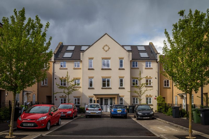 2 Bedrooms Flat for sale in Wood Mead, Bristol