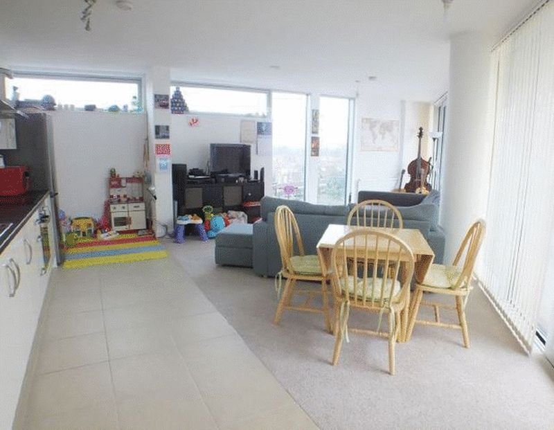 1 Bedroom Property for sale in Colonial Drive, London *25% SHARE*