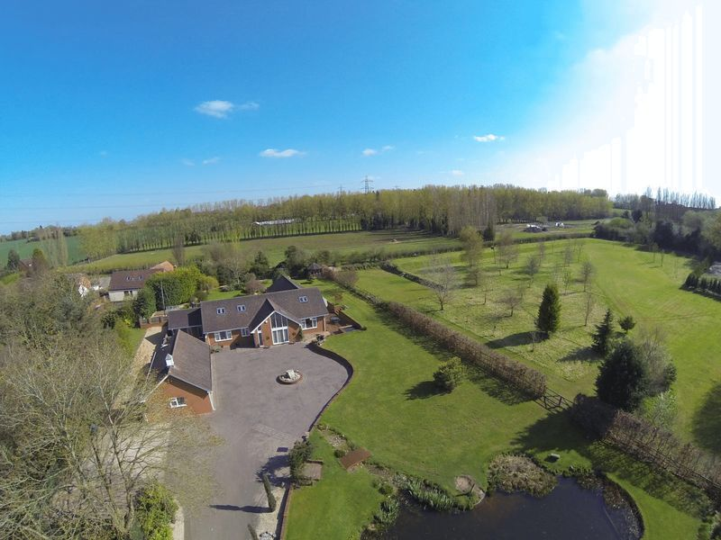 5 Bedrooms Detached House for sale in Only about 1 mile from Ombersley Golf Club