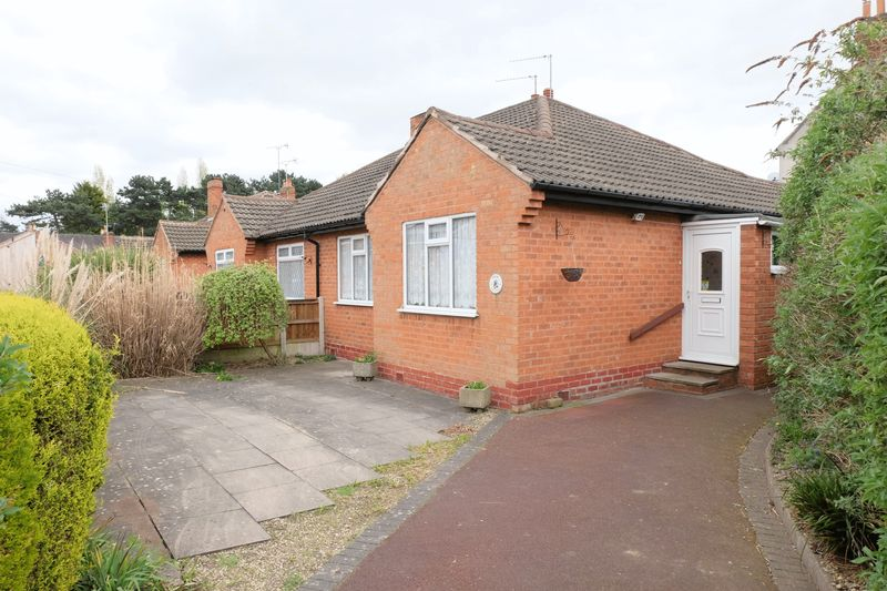 2 Bedrooms Semi Detached Bungalow for sale in Greatfield Road, Kidderminster DY11 6PP
