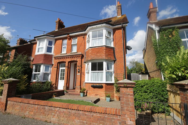 4 Bedrooms Semi Detached House for sale in Gloucester Road, Burgess Hill, West Sussex