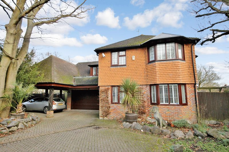 5 Bedrooms Detached House for sale in Shelley Wood, Gatehouse Lane, Burgess Hill, West Sussex