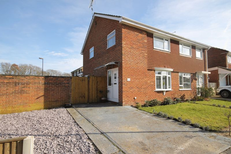 3 Bedrooms Semi Detached House for sale in Sawyers Close, Burgess Hill, West Sussex