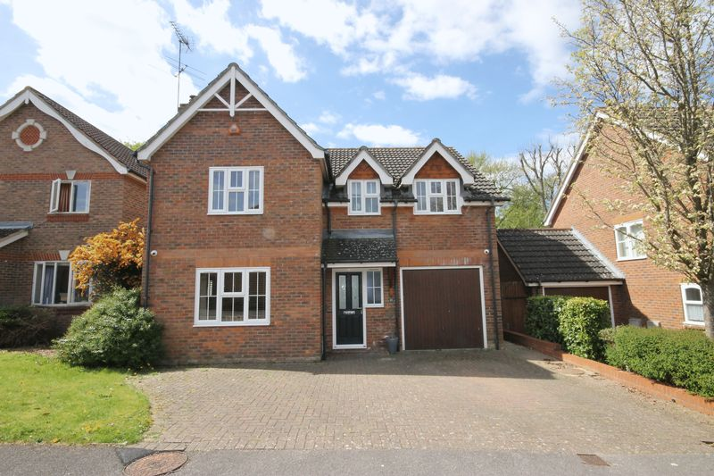 4 Bedrooms Detached House for sale in Beale Street, Burgess Hill, West Sussex