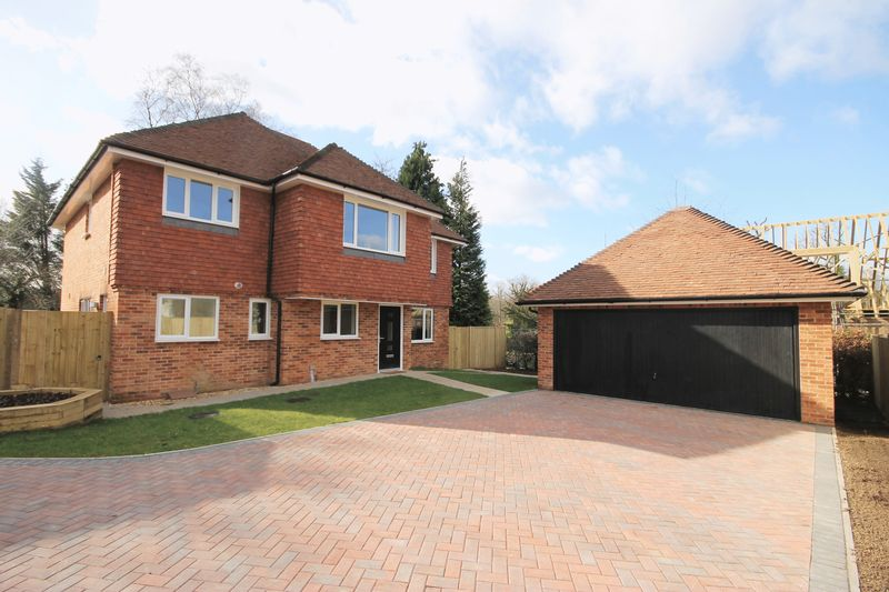 5 Bedrooms Detached House for sale in Oak Grange, Folders Lane, Burgess Hill, West Sussex