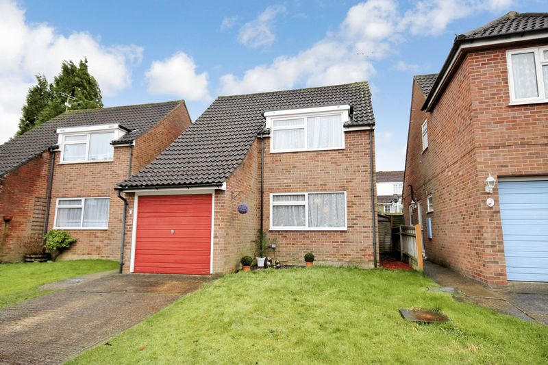 3 Bedrooms Detached House for sale in Amberley Close, Burgess Hill, West Sussex