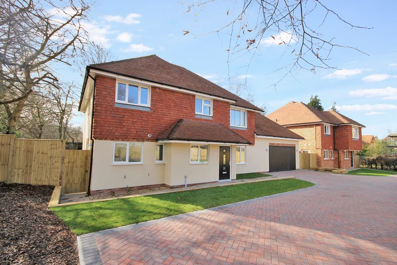 5 Bedrooms Detached House for sale in Oak Grange, Folders Lane, Burgess Hill, West Sussex