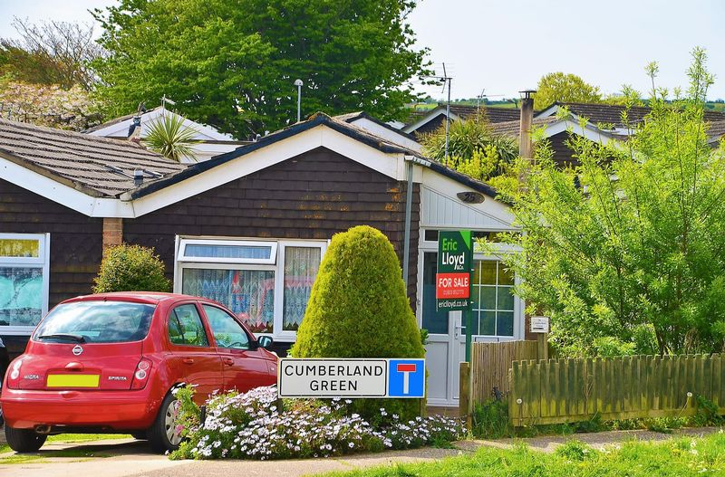 2 Bedrooms Bungalow for sale in CUMBERLAND GREEN BRIXHAM