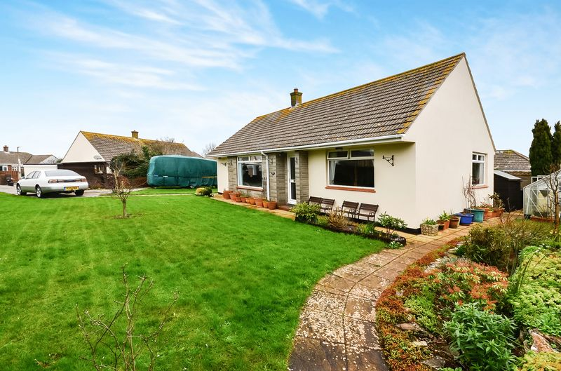 3 Bedrooms Bungalow for sale in LAKES ROAD BRIXHAM