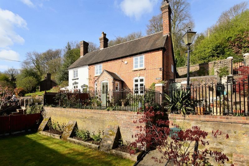 3 Bedrooms Cottage House for sale in 6 Darby Road, Coalbrookdale