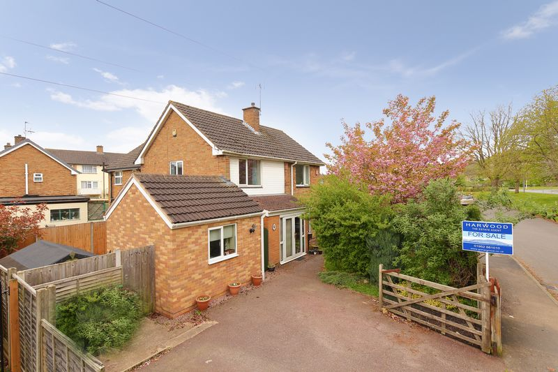 4 Bedrooms Semi Detached House for sale in Kemberton Drive, Madeley