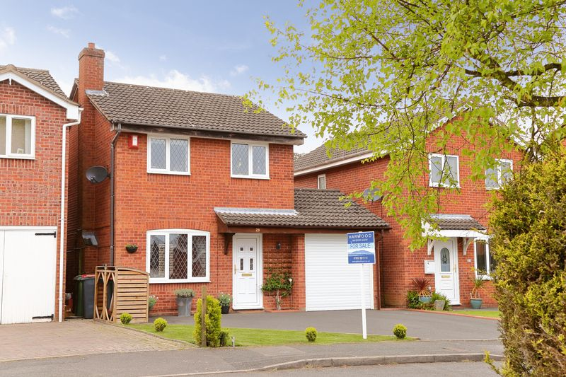 3 Bedrooms Detached House for sale in Fairways Drive, Madeley