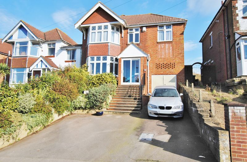 4 Bedrooms Detached House for sale in Chessel Avenue, Bitterne