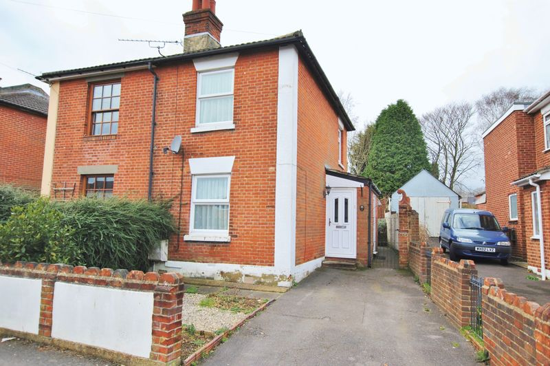 2 Bedrooms Semi Detached House for sale in Pound Street, Bitterne Village