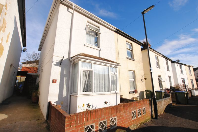 2 Bedrooms Semi Detached House for sale in Thornycroft Avenue, Woolston