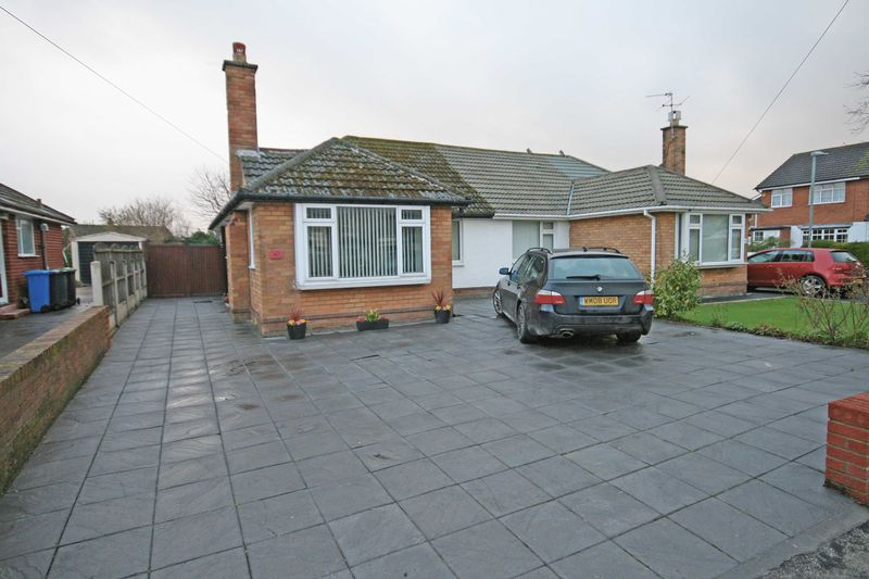 2 Bedrooms Semi Detached Bungalow for sale in Poulton Road, Carleton