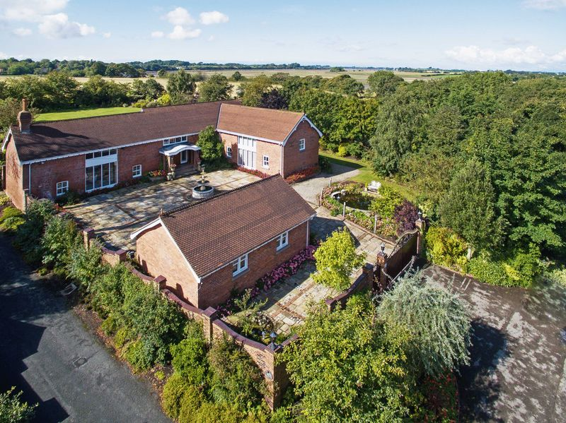 5 Bedrooms Property for sale in Poolfoot Lane, Poulton-Le-Fylde