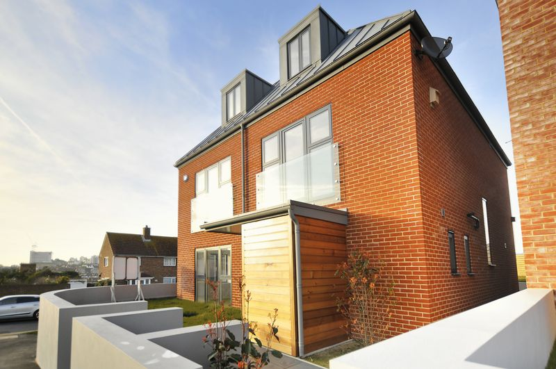 4 Bedrooms Detached House for sale in The Cliff, Brighton