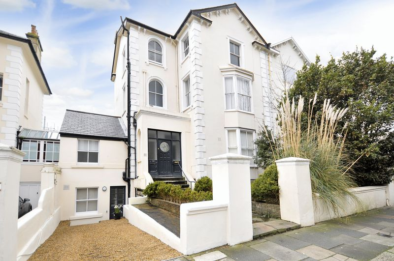 3 Bedrooms Flat for sale in Albany Villas, Hove