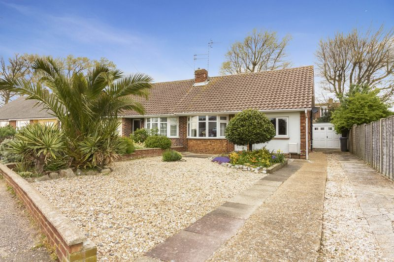 2 Bedrooms Bungalow for sale in Freshfields Drive, Lancing