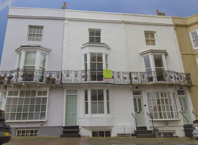 4 Bedrooms Terraced House for sale in Western Street, Brighton