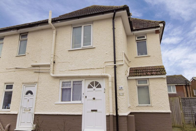 2 Bedrooms Flat for sale in West End Way, Lancing