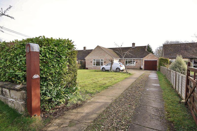 4 Bedrooms Detached Bungalow for sale in FREELAND, Wroslyn Road OX29 8HJ